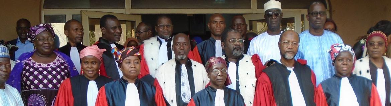 Photo de famille lors de la cérémonie de prise de service de trois nouveaux membres